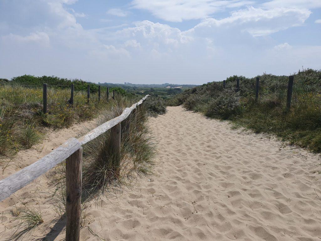 Wandelen door de duinen